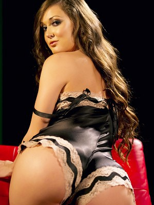 Brunette Melissa Jacobs favorite thing is to tempt and she does it very well in her black lingerie.